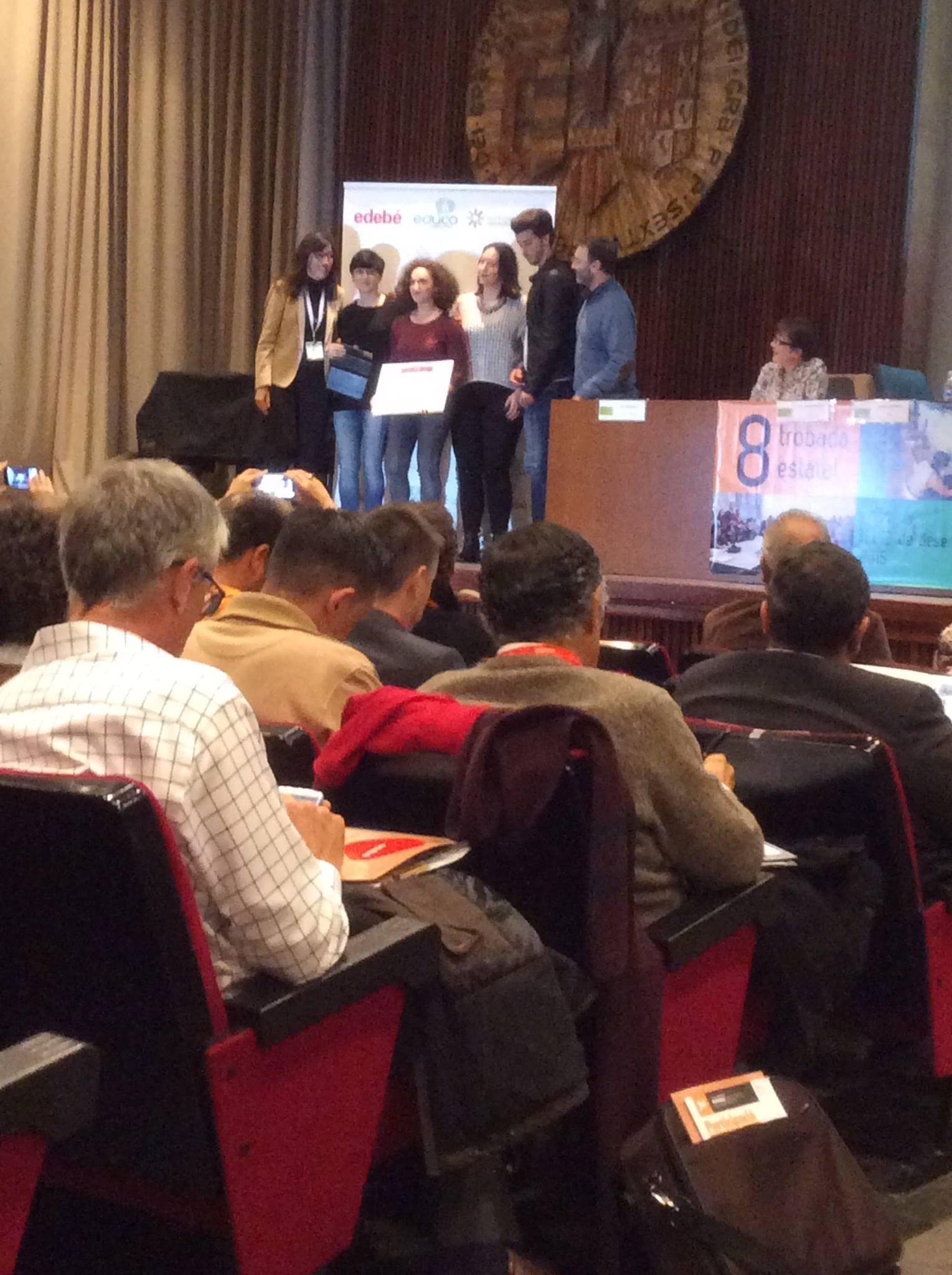 Premio de DERECHOS HUMANOS en EDUCACIÓN SECUNDARIA asociacio Educativa ITACA Instituto Margarida Xirgu de L'Hospitalet JOVES* BARRI